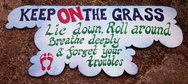 keep_on_the_grass_sign_aug2016